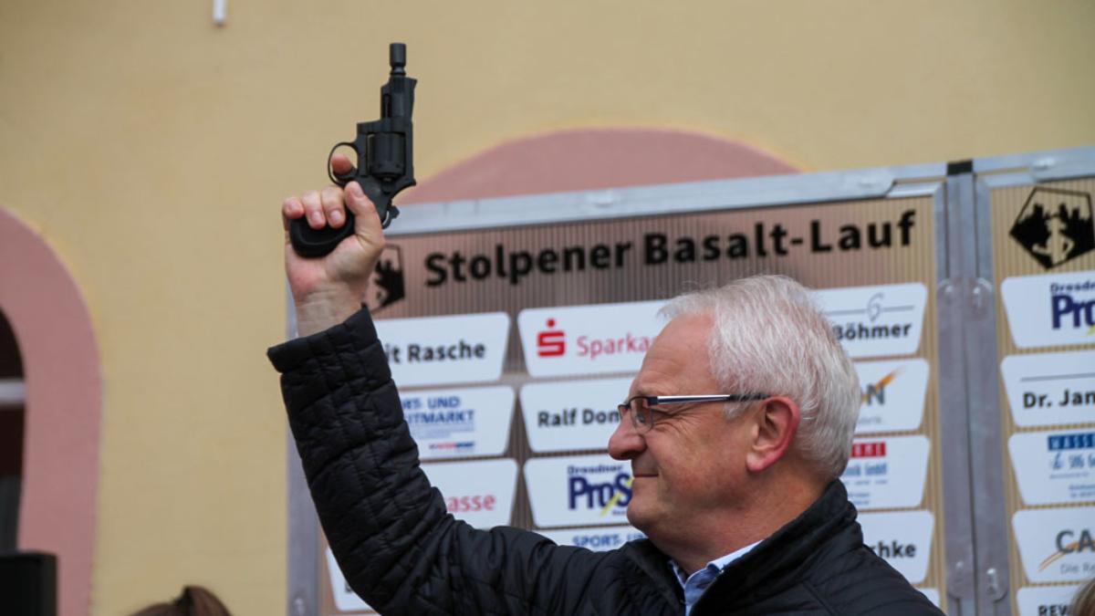 Der Stolpener Bürgermeister Steglich eröffnet den Stolpener Basaltlauf